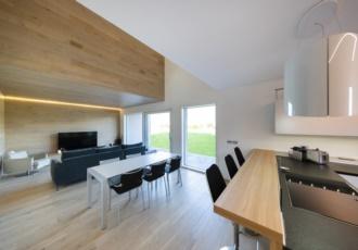 casa-a-telaio-interno-design-legno-led