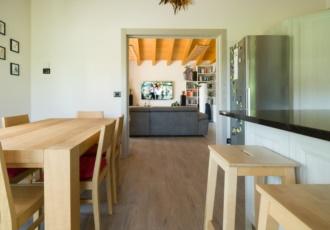 casa-in-legno-con-ampio-living
