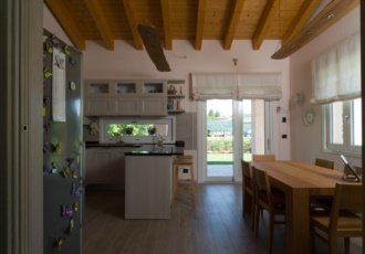 casa-in-legno-con-travi-a-vista