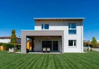Casa prefabbricata personalizzata da un grande portico