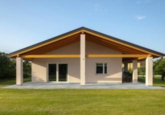 casa-prefabbricata-classica-tetto-legno-san-martino-al-tagliamento