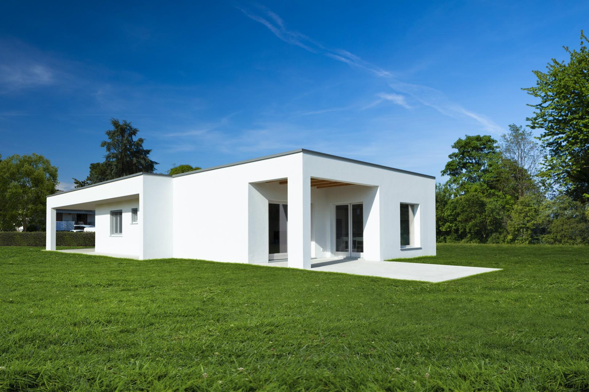 Casa immersa nel verde a udine evoluthion srl for Casa moderna ud