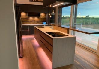 cucina su misura light design casa prefabbricata