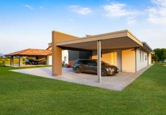 garage aperto in villa in bioedilizia