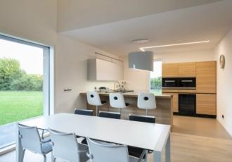 interno-casa-in-legno-minimal-led