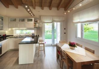 interno-cucina-casa-prefabbricata-a-telaio