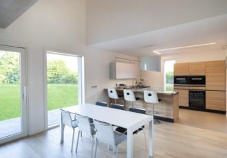 interno-vista-cucina-casa-in-legno-classe-gold