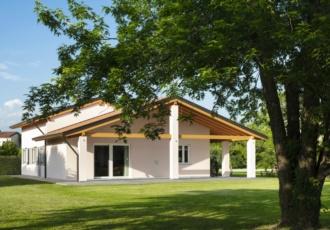 prefabbricata-telaio-casa-classica-travi-a-vista-San-Martino-al-Tagliamento