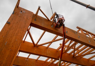 Montaggio della struttura in legno lamellare