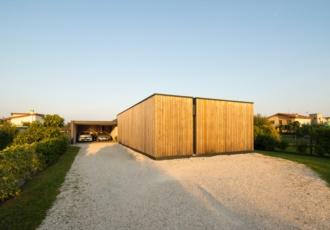 villa-di-design-con-travi-in-larice