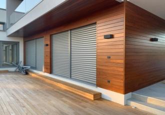 villa in legno portico rivestito in legno