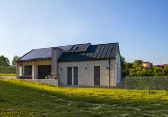 Villa moderna in legno prefabbricata in xlam ecosostenibile a Conegliano (TV)
