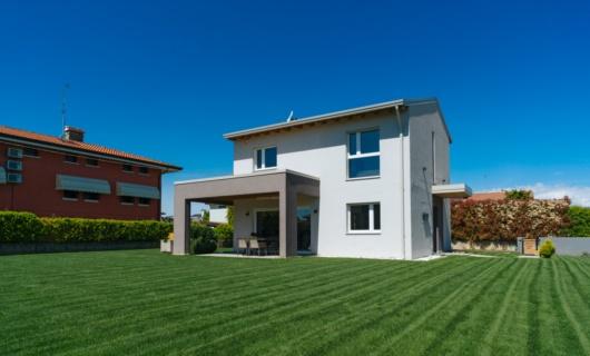 Casa prefabbricata in stile moderno ad alto risparmio energetico