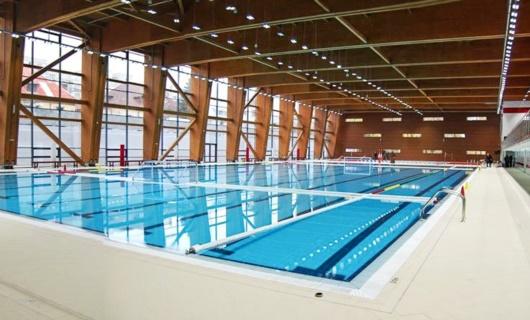Copertura in legno lamellare piscina olimpionica Bucarest, grandi luci.