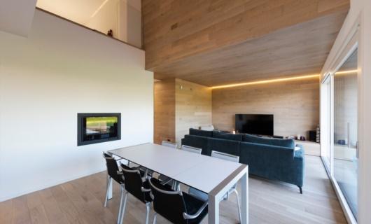 I camini bifacciali sono l'ideale per permettere visione del fuoco da entrambe le stanze.